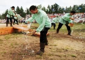 Саха-Якутия. Игра Манчаары на празднике Ысыах в Вилюйске. Духи Земли тоже любят кумыс
